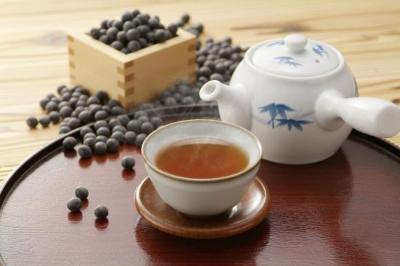 ノンカフェインで妊婦さんにもおススメ!「黒豆茶」の効果がすごい!
